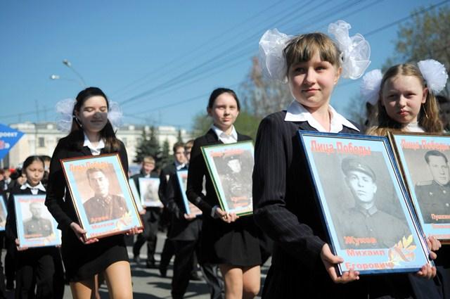 Ученики школы №40 Тюмени на Дне Победы-2009