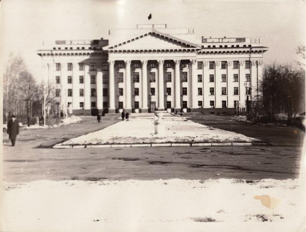 Здание обкома3