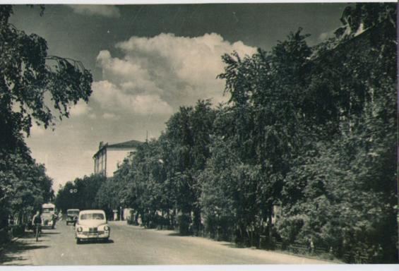 "Автомобиль ""Победа"" на улице Тюмени"