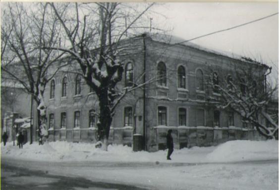 Зима, здание
